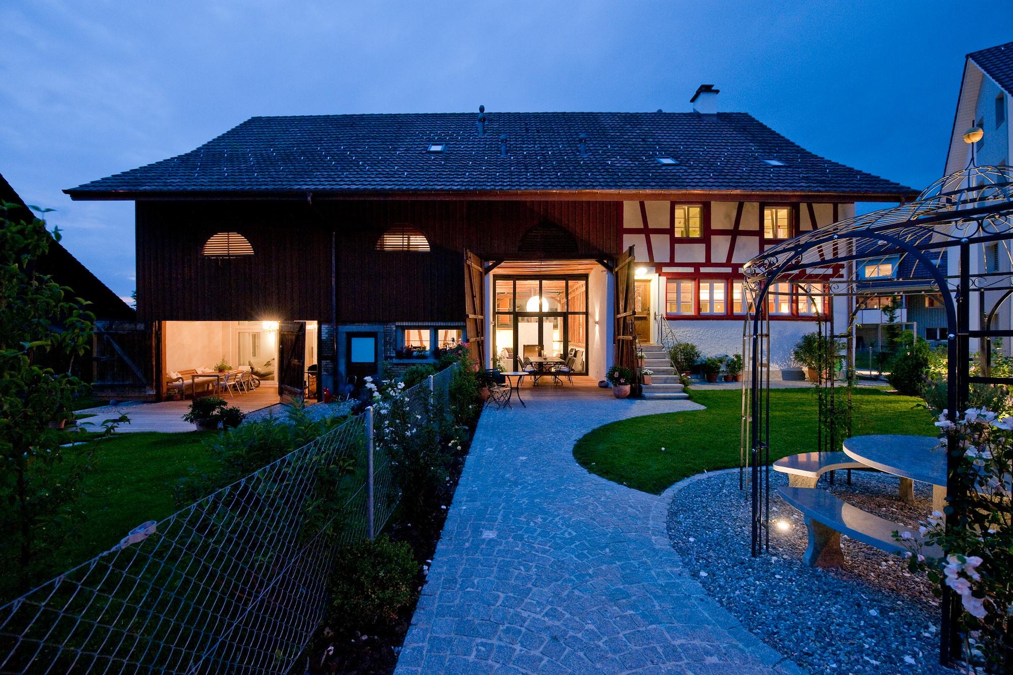 Umbau z rich umbau bauernhaus volketswil for Bauernhaus modern